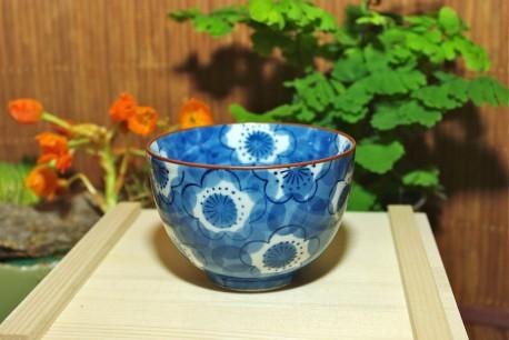 Tasse à thé bleue à fleur